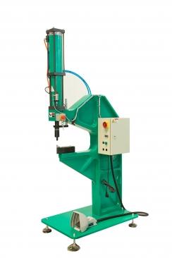 气液增力缸式无铆钉连接设备CEC08-01